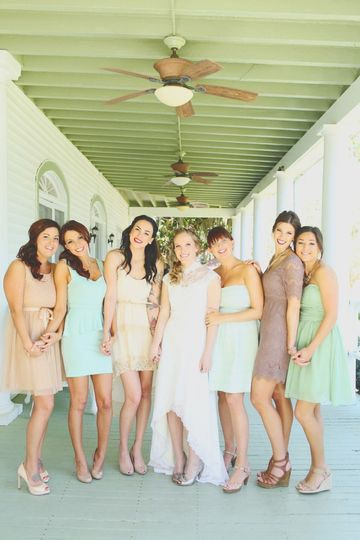800x800 1435695537667 bride  bridesmaids on porch