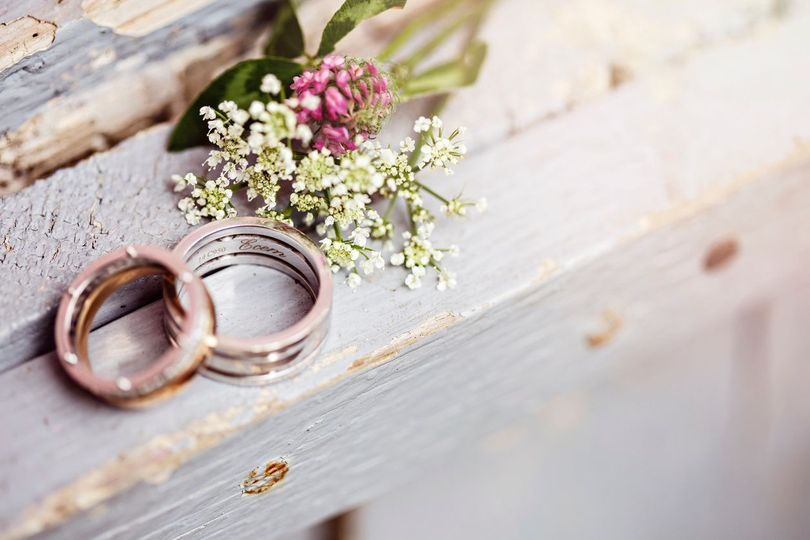 Wedding bands & boutonierre