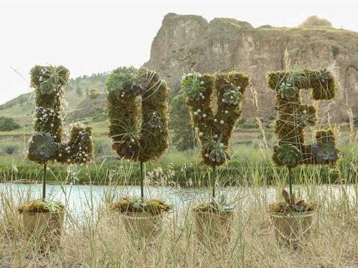 Tmx 1515609241 75f1e66adf754572 1515609240 4647f251cdf8820a 1515609239793 8 12227171 101537012 Great Falls, MT wedding florist