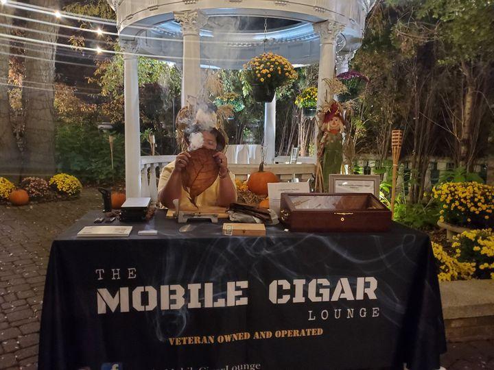 Mobile cigar bar