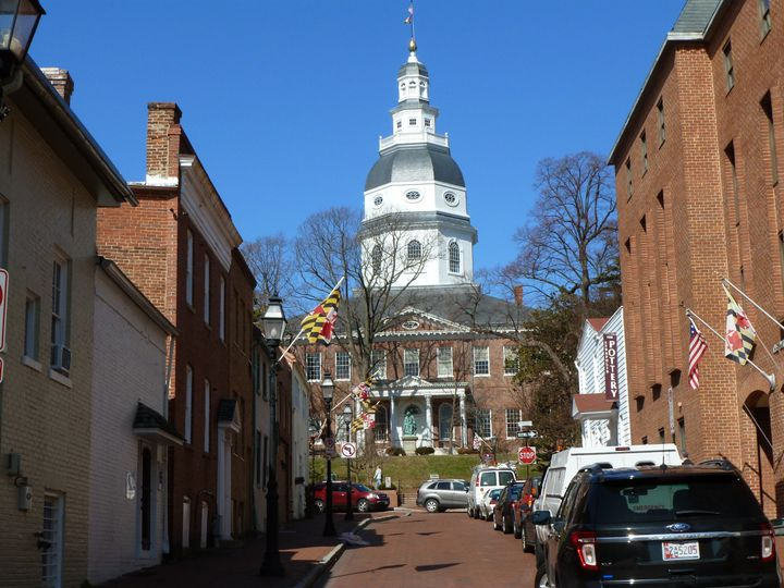 You have arrived at the site of the oldest, continuously used State Capital in the USA!  Photos and...