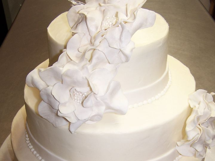 Tmx 1468169100866 White Sugar Flowers3 Wellfleet wedding cake