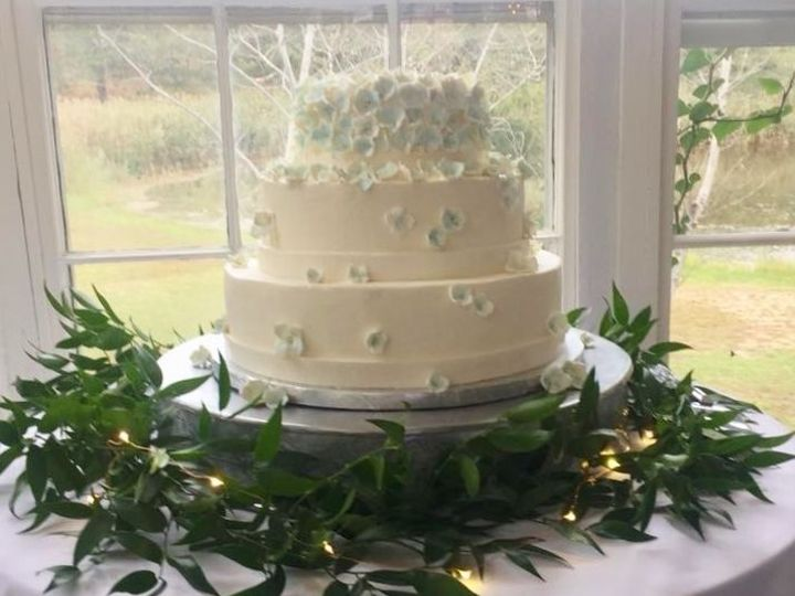 Tmx 1525355892 511aa4164aebd384 1525355891 8e9752ed8f001f2b 1525355897850 3 Blue Hydrangea Pet Wellfleet wedding cake