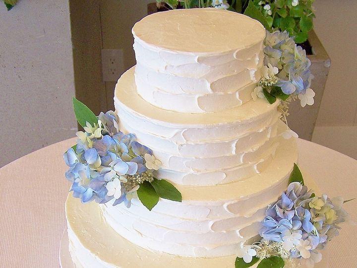 Tmx 1525356015 192391d58eceb1b1 1525355992 8c21a91f3c8f630d 1525355994540 6 Lindsay Wellfleet wedding cake