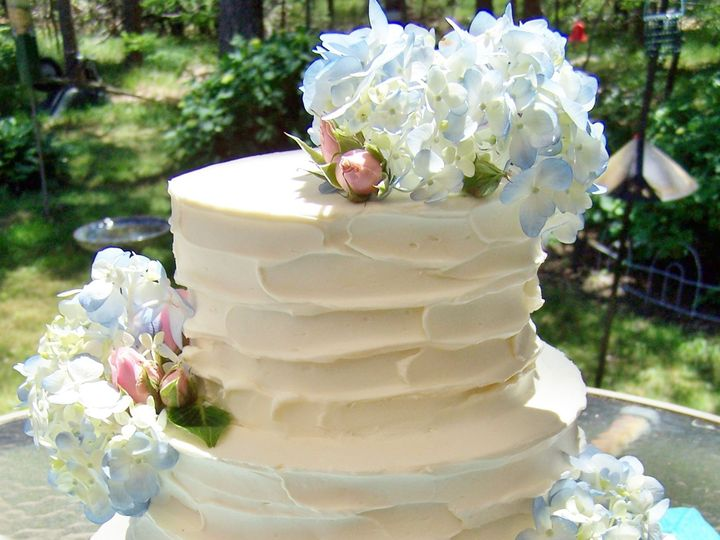 Tmx 1525356036 4517a8c6af2de506 1525356035 Eb2a27e68a571c04 1525356040109 7 Rustic Ruffle2 Wellfleet wedding cake