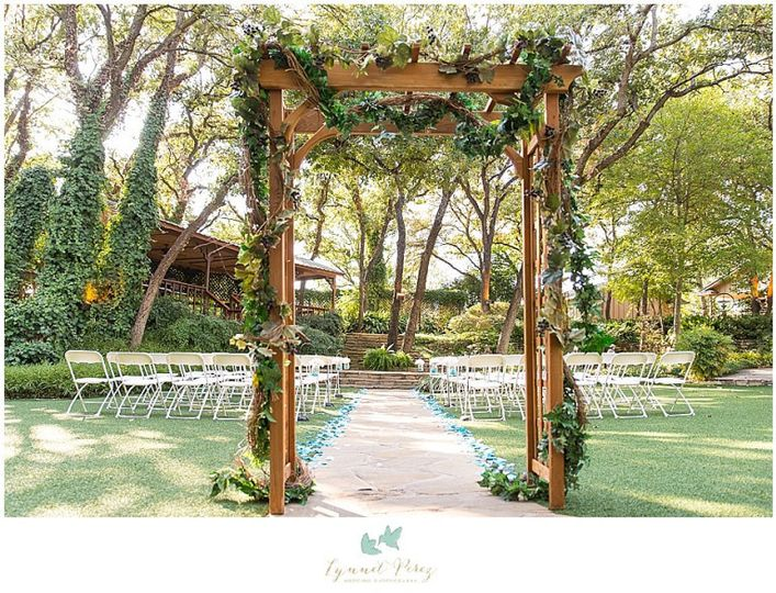 dallas wedding photography at a and m gardens in a