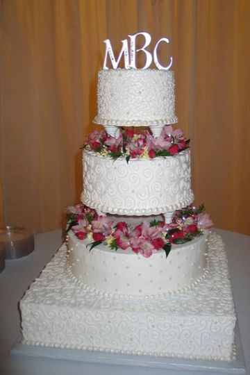 4 tier white cake with flowers