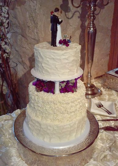 Rustic look wedding cake