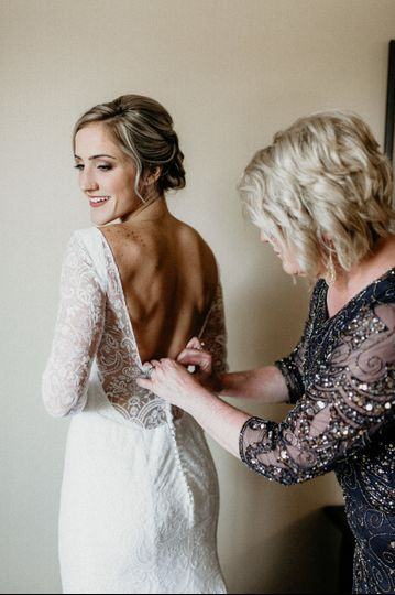 Final touches | Cami Bradley Photography