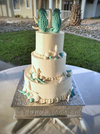 Are you considering a beach themed wedding? This cake featured custom edible shells, coral and...