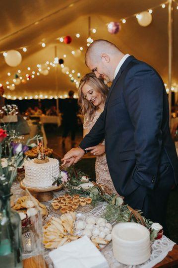 Slicing the wedding cake