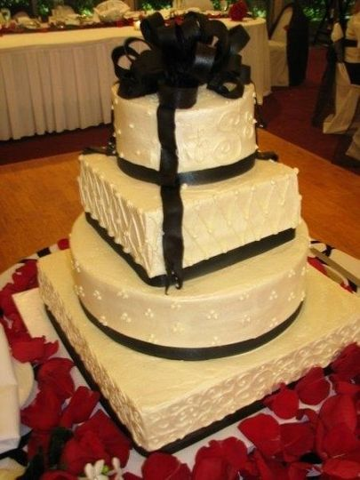 Lubeleys Bakery and Deli Wedding Cake Saint Louis MO