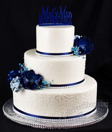 Blue flowers cake