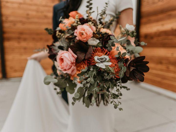 Tmx Hd Couple Flowers Blurred Bg 51 1064323 1557361208 Minneapolis, MN wedding planner