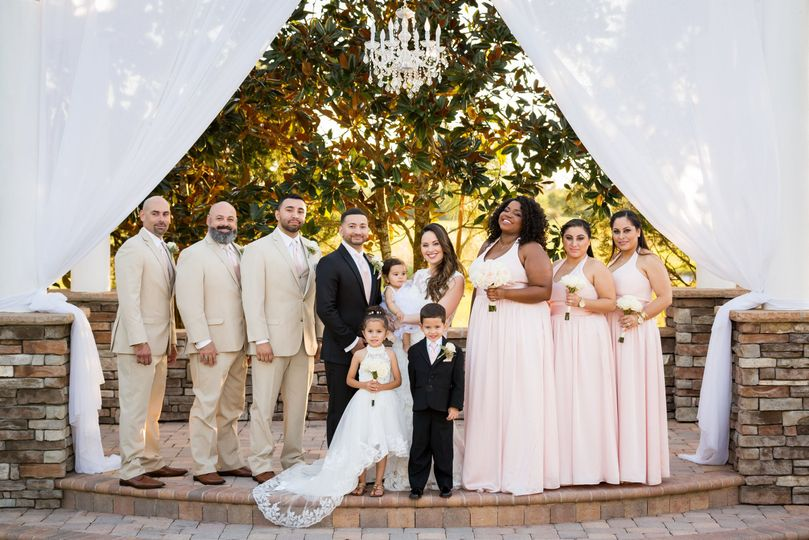 The newlyweds with bridesmaids and groomsmen