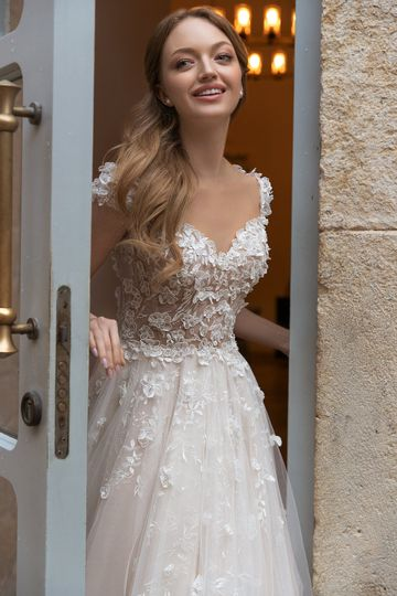 Romantic ball gown style