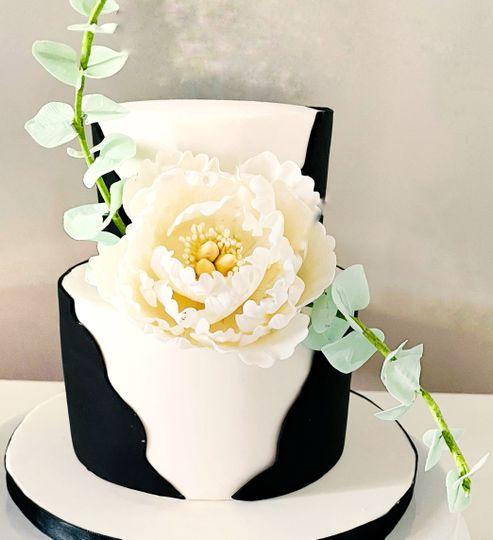 Back and white peony cake