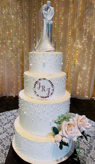 Romantic pearl wedding cake