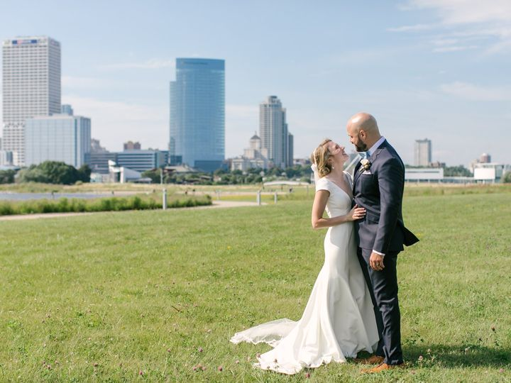 Tmx Ejwedding2020 1148 51 1886423 160209930479931 Milwaukee, WI wedding planner