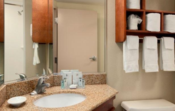 Hampton Inn York bathroom