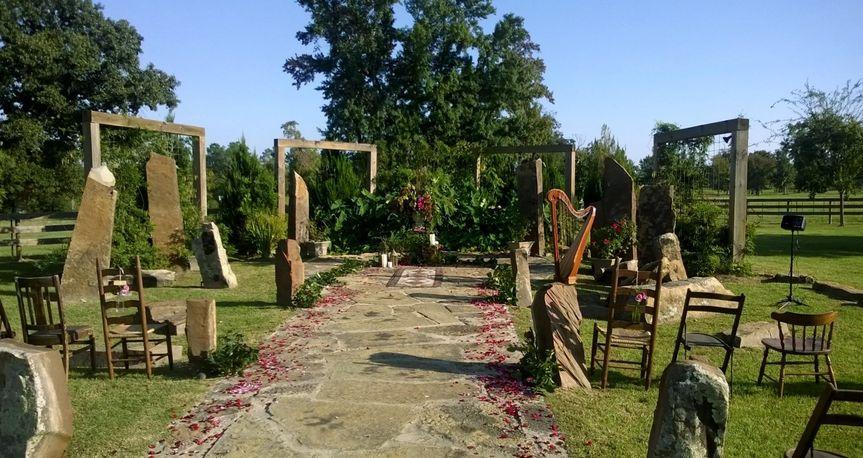 Lovely outdoor wedding location at Elmwood Gardens