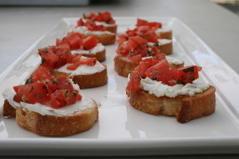 goat heese crostini with tomato and basil