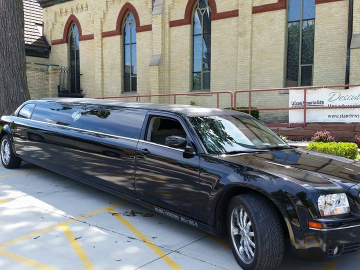Tmx Chrysler 300 Stretch 51 181623 V1 Lake Geneva wedding transportation