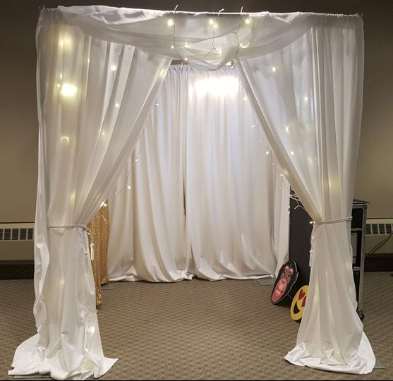White curtain booth w/lights