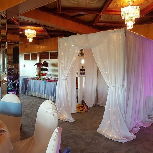 Deluxe White Booth