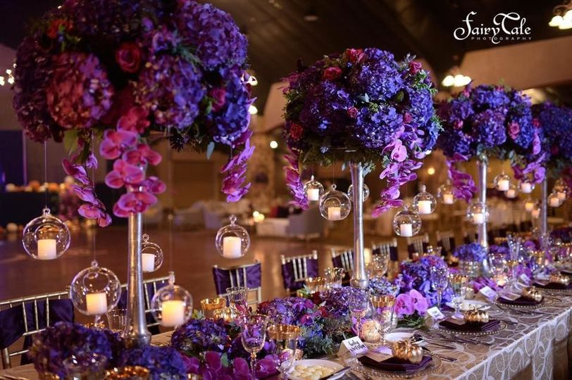 Violet floral table decor