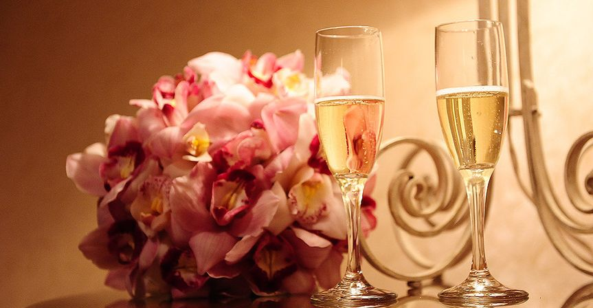 Bouquet and champagne glasses
