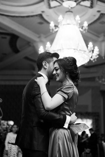 A sweet couple during their first dance