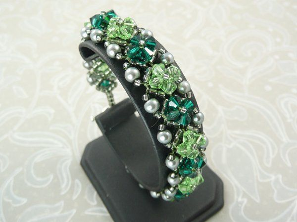 Emerald and Peridot Crystal and Pearl Bracelet.  Made with Swarovski, Crystal Pearls and seed beads.