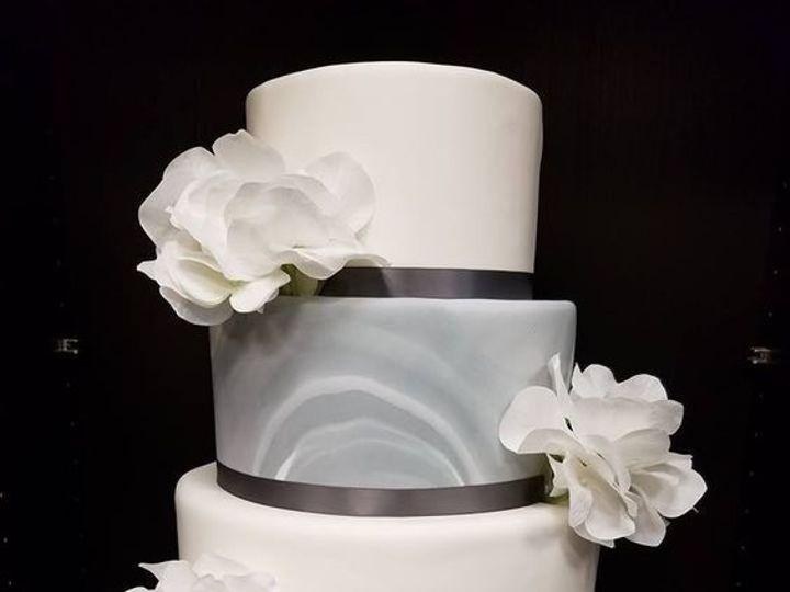 Tmx 1530892351 0d2151f7916be932 1530892350 Ff22e4c0b1d73df8 1530892350366 1 1 Winter Haven wedding cake