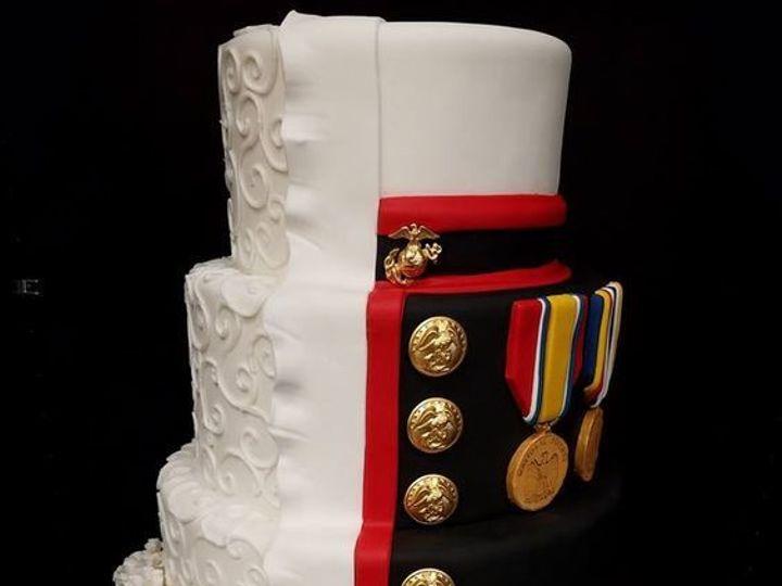 Tmx 1530892402 7de8890d520b6130 1530892402 F6fb07d4ffefcee2 1530892401910 6 Half And Half Wedd Winter Haven wedding cake