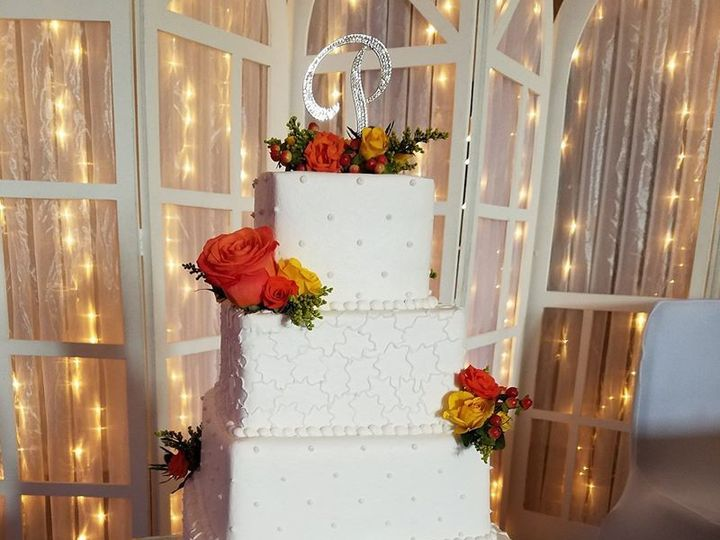 Tmx 1530893415 23c839b673882a53 1530893414 Abb2ac27dc21a5ce 1530893414708 17 Marjorie And Keit Winter Haven wedding cake