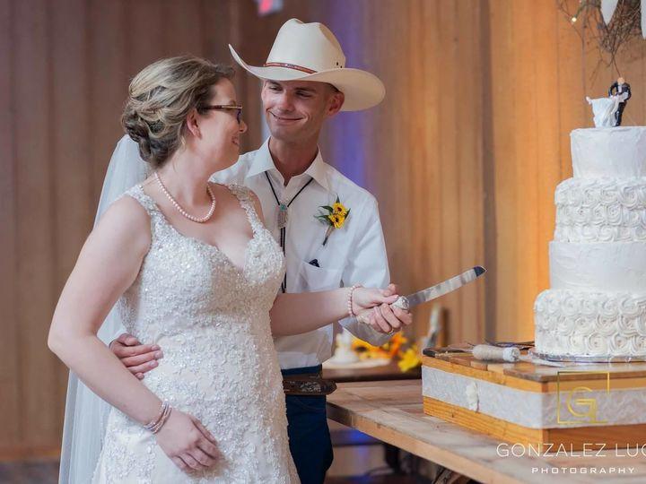 Tmx 1531018989 9b5f51a6789044bc 1531018988 57b2a791295d6dda 1531018989713 2 Gonzalez Lugo Cake Winter Haven wedding cake