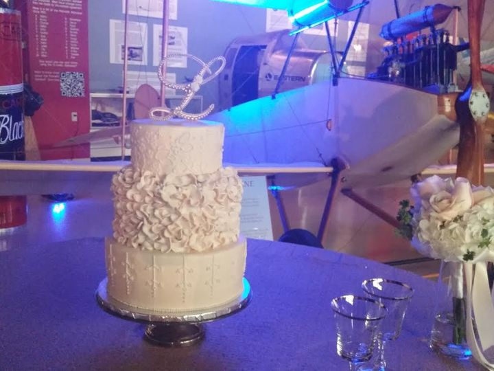 Tmx 1531019590 985addc27ed7d35d 1531019589 F8900e33a34134f1 1531019590759 11 Lakeland Linder M Winter Haven wedding cake