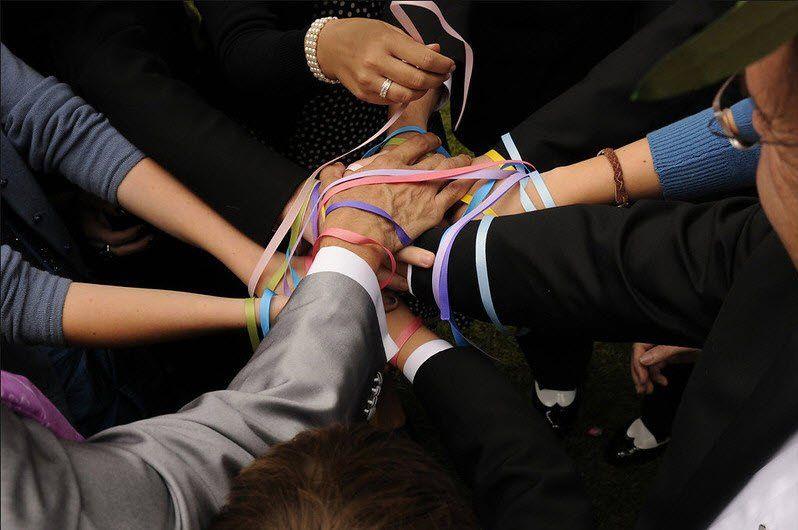 Ribbon tying