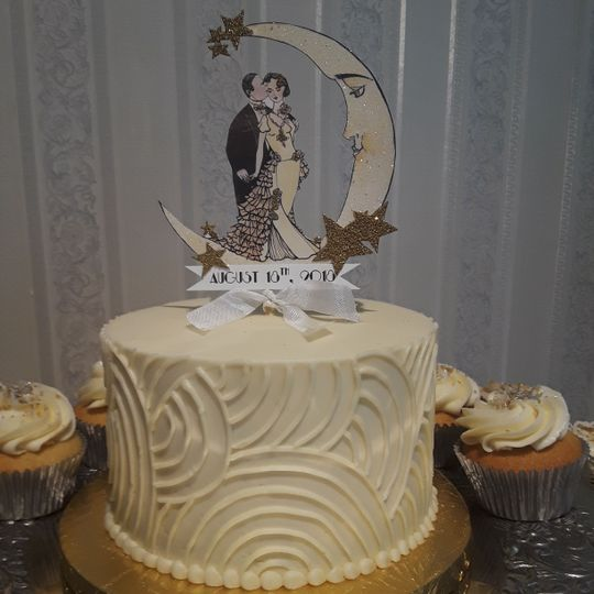 Moon-themed wedding cake