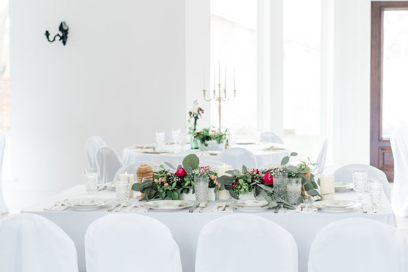 Simple, clean tablescape