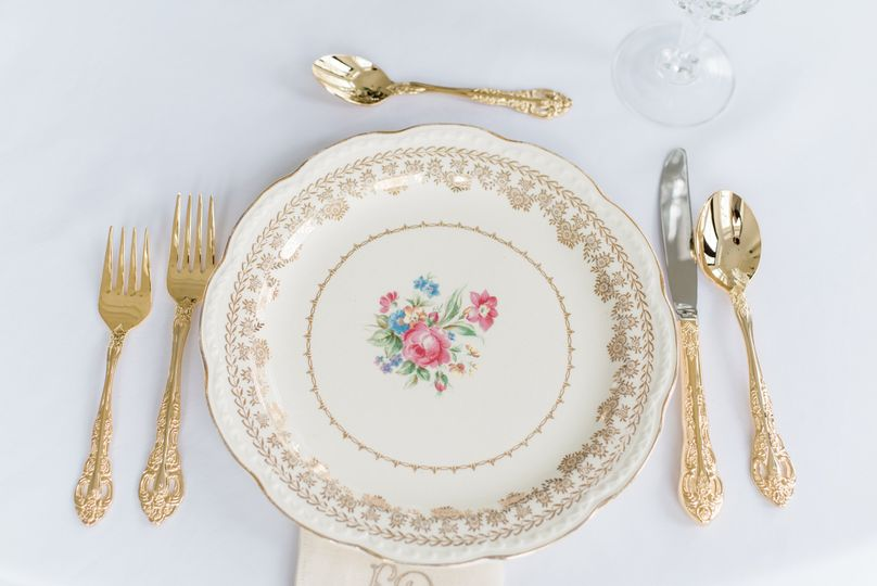 1940's china, gold flatware