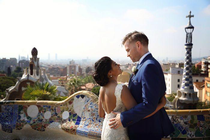 WEDDING PHOTOGRAPHER IN BARCELONA first look in parc Güell, barcelona