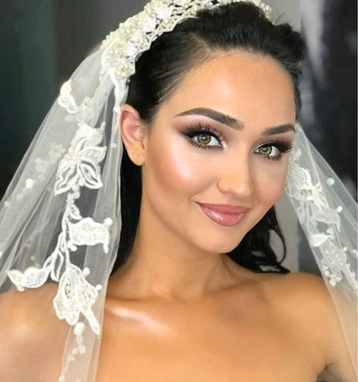 Glowing bridal makeup