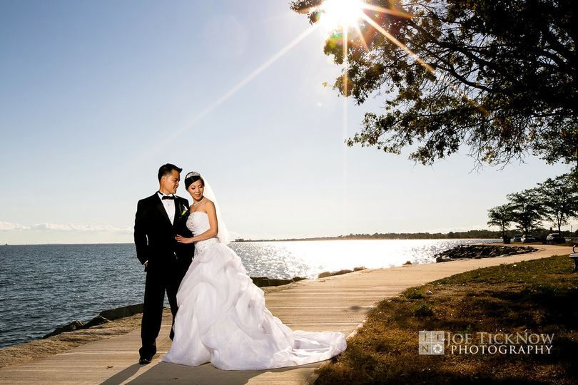 800x800 1393461643366 amarantes sea cliff wedding photos   a2