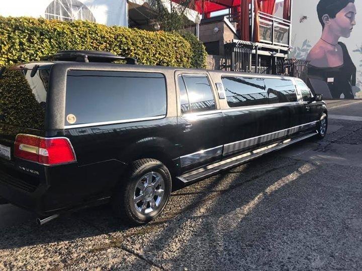 Navigator limo