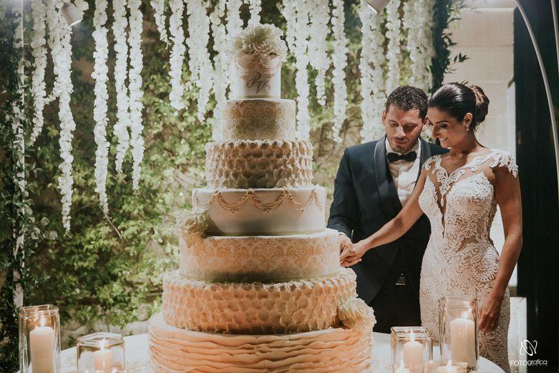 Elena Pistone Events - Cutting cake.