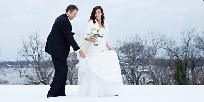 Groom and bride in the snow