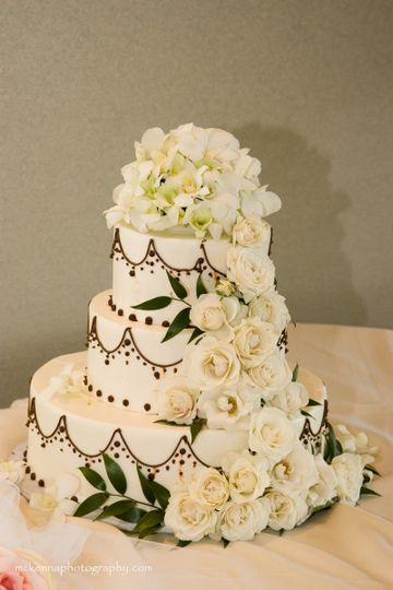 cake blanc roses 1