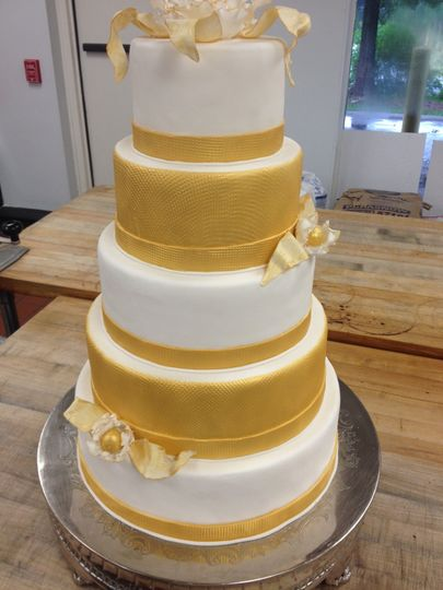 Yellow design wedding cake